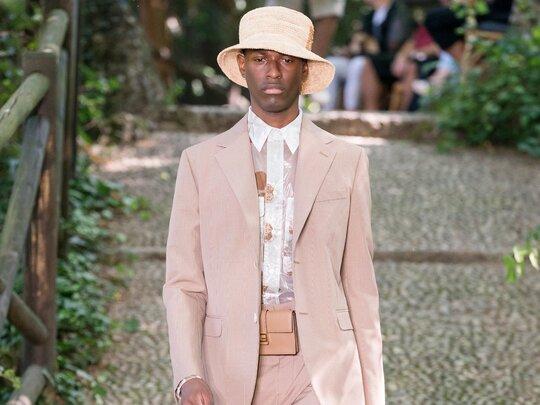 Coole mannen dragen pastelkleuren in 2020