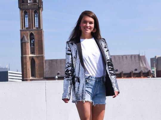 Verkoper Kirsten liep een livestream modeshow voor winkel Marjon Snieders